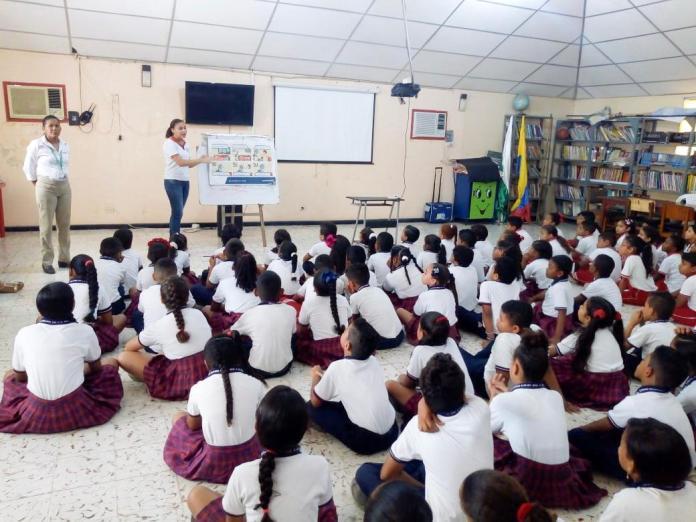 Estudiantes de Comfaguajira de Hatonuevo