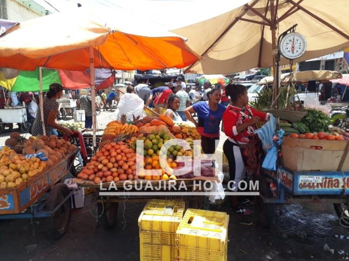 La zona del mercado público y las nuevas avenidas son los sitios preferidos por los vendedores informales.