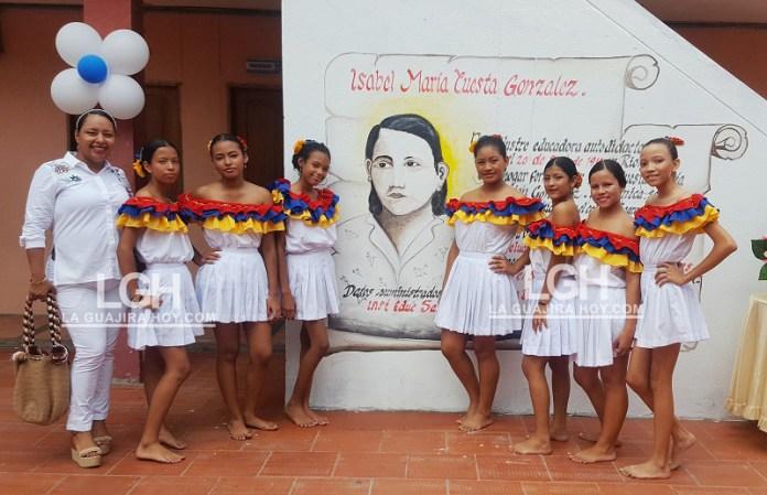 Los estudiantes conmemoraron los 100 años del natalicio de la docente Isabel María Cuesta González.