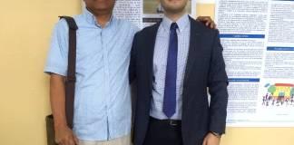 El docente de UniGuajira Alcibíades López Hernández, acompañado por el director del congreso, Dr. Enrico Bocciolesi.