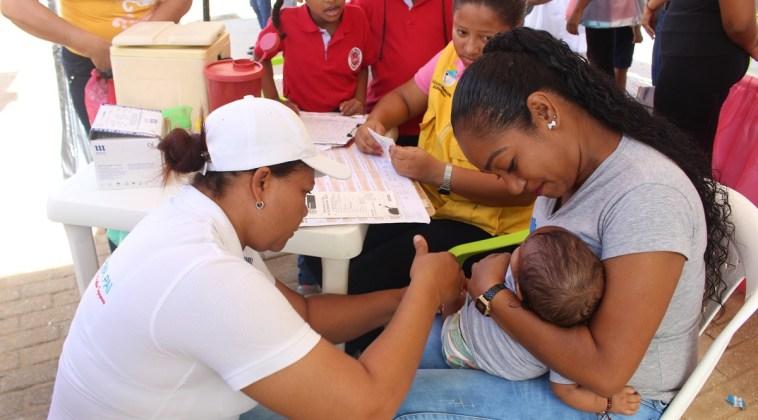 Los moradores de la comuna 10 de Riohacha recibieron con agrado la jornada de Salud que organizó el Distrito.