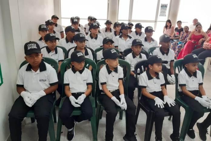 35 niños, niñas y adolescentes se graduaron dentro del programa cívico infantil y juvenil en Maicao promovido la Policía Nacional.