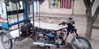 Así quedó la motocicleta quemada por pelea entre pareja en Fonseca.