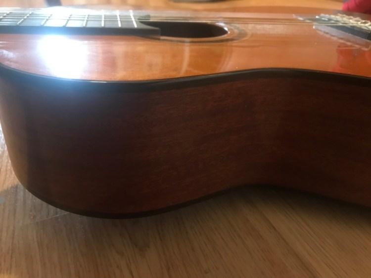 Parte de la guitarra española: Caja de resonancia