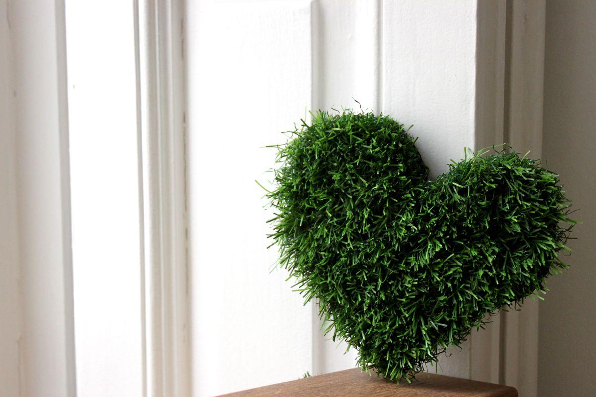 corazón de césped artificial diy