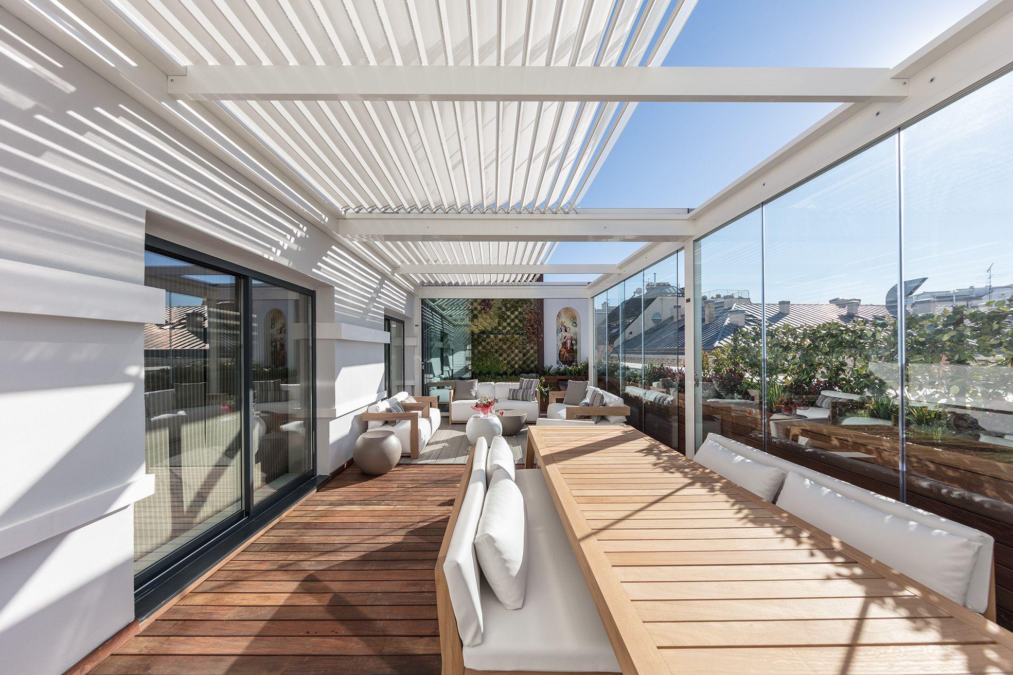 Terraza con pérgola bioclimática