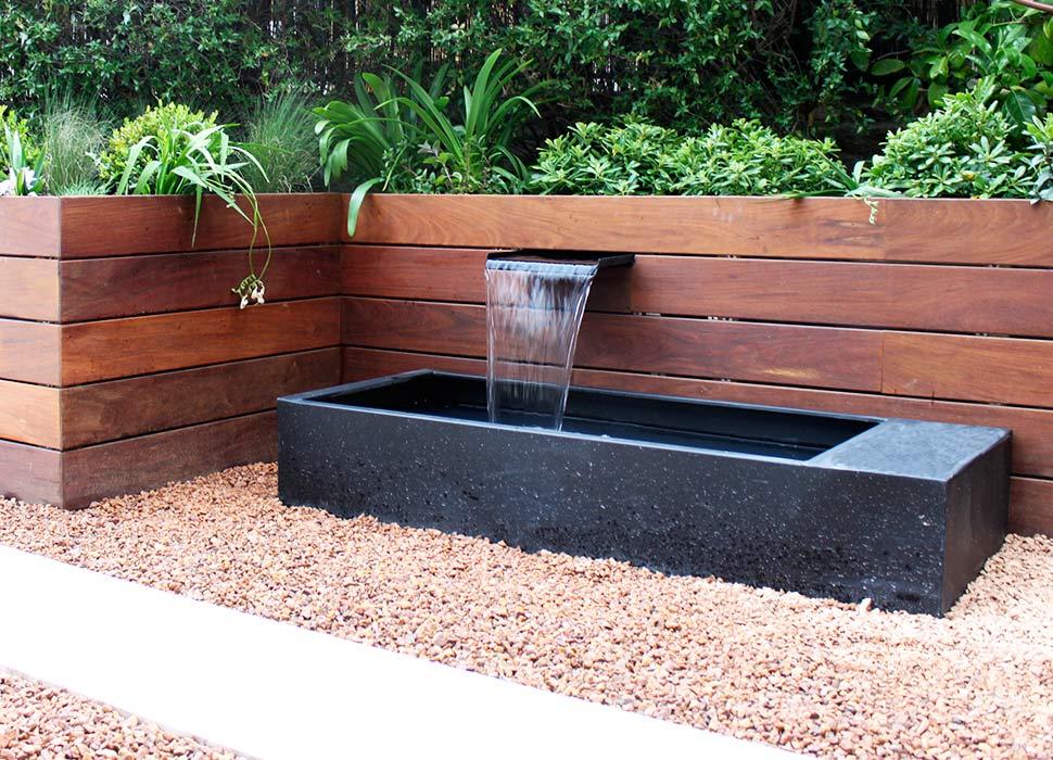 Fuente para jardín con cascada