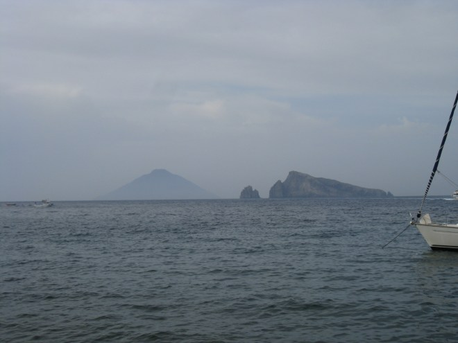 Vue sur Stromboli depuis Panarea - Sicile
