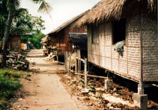 1989-6-philippines-panagsama-beach-houses-092