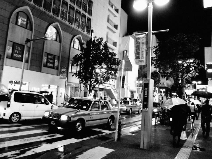 雨の夜の天神市街