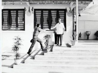 fidel-llega-a-la-cabana-de-phan-van-dong-1973-septiembre-580x432