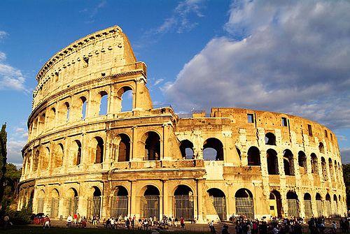 anfiteatro Flavio, el Coliseo, construido por Vespasiano, es una de los monumentos romanos más característicos