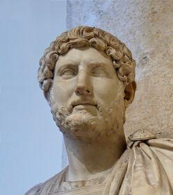 Busto de Adriano con barba. Fue el primer emperador en dejársela.
