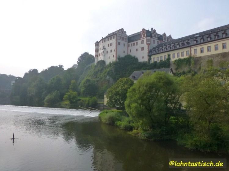 Weiburg begrüßt uns mit dem Schloss