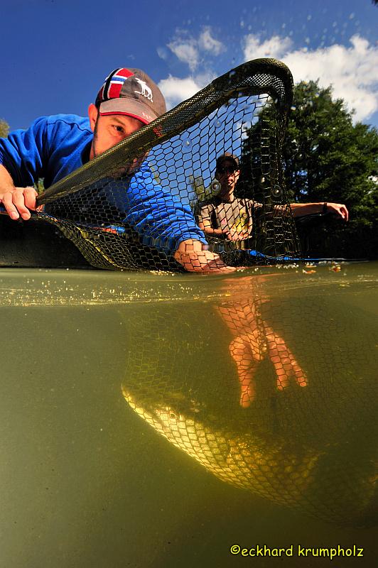 Fischer an der Lahn bei der Arbeit