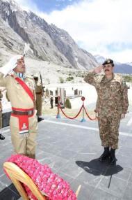 Army Chief General Raheel Sharif visits Siachen