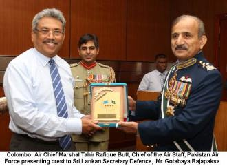 Air Chief presenting crest