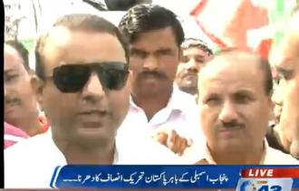 Aleem Khan is talking to media at sit-in