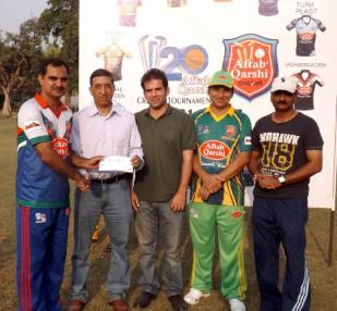 Chief executive Ashiq Hussain Qureshi gives away man of the match award to Rehan Rauf