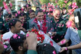 dr-rizwan-naseer-being-welcomed-at-rescue-1122-office