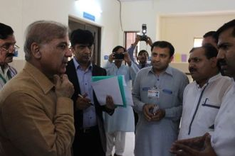 shahbaz-sharif-paid-a-surprise-visit-to-thq-hospital-raiwind