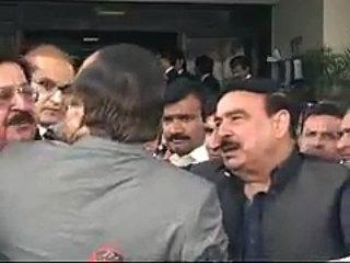 naeem-ul-haq-clash-with-khurram-nawaz-gandapur-at-supreme-court