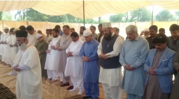 Shahbaz Sharif offers Eid prayer at Bahawalpur