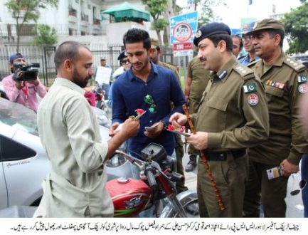 Cricketer Hassan Ali joins Traffic Police's awareness campaign
