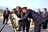 "Shahid Khaqan Abbasi laid a wreath at the monument of ""unsung heroes of democracy"""