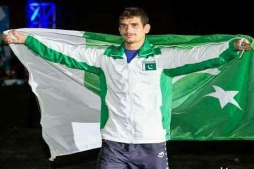 Jahangir Khanzada applauds wrestler Mohammad Bilal