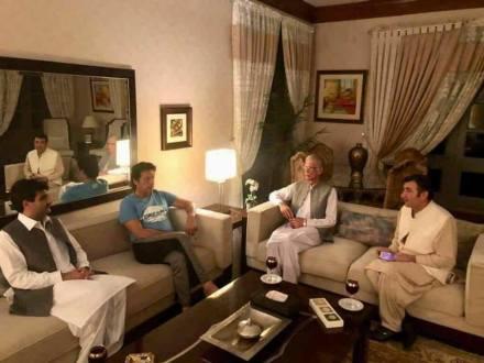 Manzoor Afridi calls on Imran Khan at Bani Gala