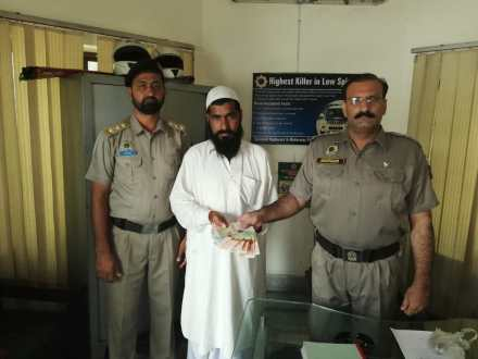 Motorway Police return lost cash to the owner