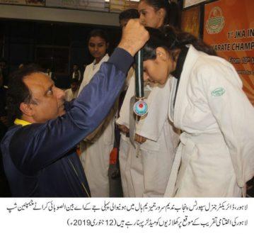 Nadeem Sarwar distributes prizes among Karate players