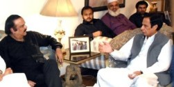 Naeem ul Haq holds meeting with Ch Brothers