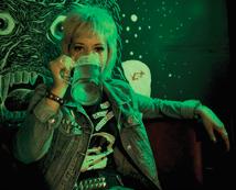 «The Blank Generation», 1977-presente. Clàudia a los 22, en el bar del Raval anteriormen- te llamado Hey Ho! Barcelona, 2014.