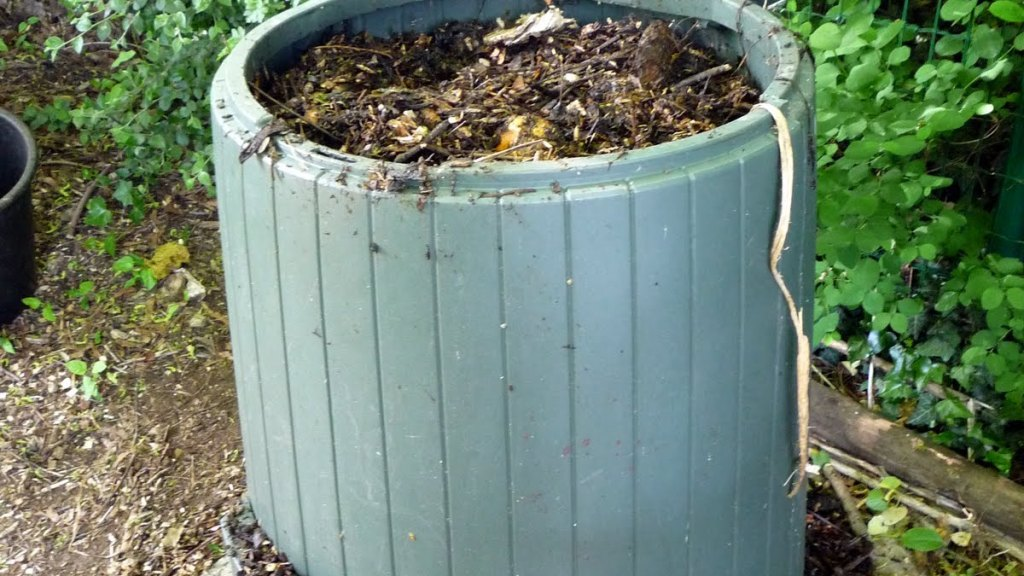 Compost bin made of recycled plastic.