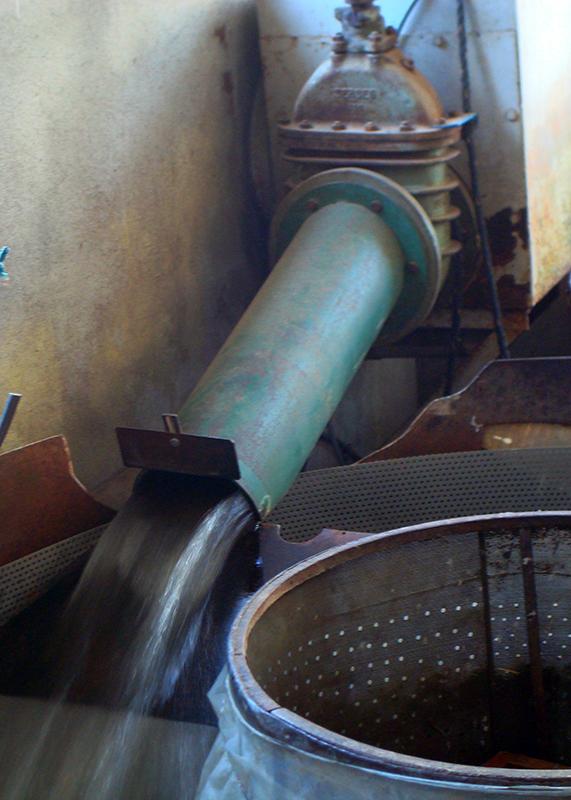 Laines Paysannes Arrivée de l'eau de lavage à la filature de Niaux