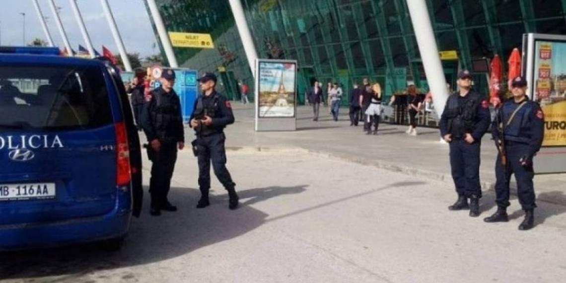 Rreh punonjësen e kompanisë ajrore në Rinas pasi nuk i ishte mundësuar udhëtimi