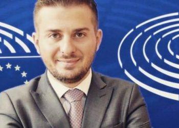 Cakaj takon homologun çek: BE do t'i përgjigjet Shqipërisë