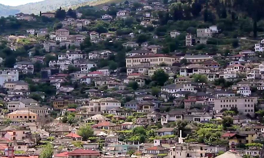 Aktivizohet një vatër zjarri në fshatin Mashkullore të Gjirokastrës