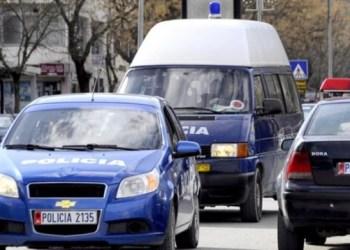 Djali 44-vjeçar vret nënën e moshuar me thikë në Pogradec