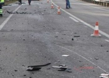 Aksident në rrugën e Rinasit/ Përplasen dy automjete