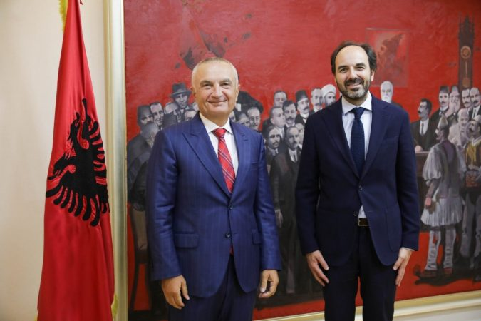 Përfundon misionin në Shqipëri