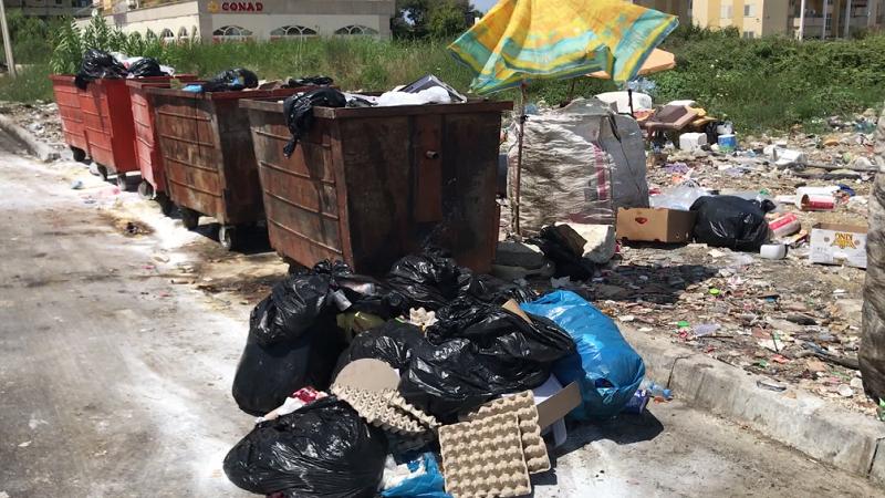 Plehrat po largojnë turistët/ Situata në bregdetin e Durrësit dhe Kavajës mbetet dramatike