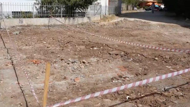 Varrezë masive e komunistëve në mes të Përmetit? Autoritetet zbardhin të vërtetën: Është varrezë mesjetare!