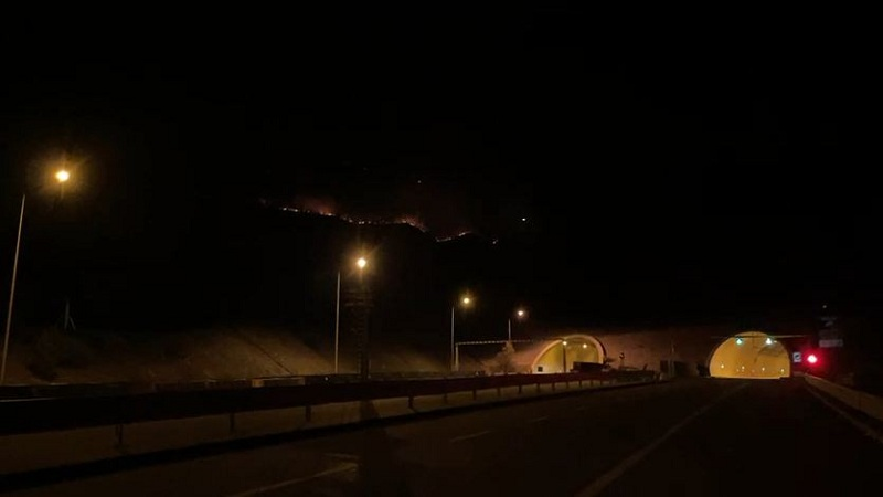 Zjarri përhapet me shpejtësi në Malin e Runes
