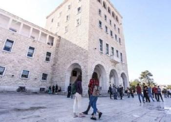 Nis viti i ri akademik/ Studentët rikthehen në auditorë