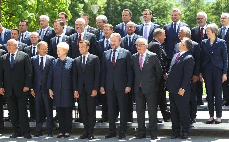 eu-western-balkans-summit-family-photo_28295769258_o
