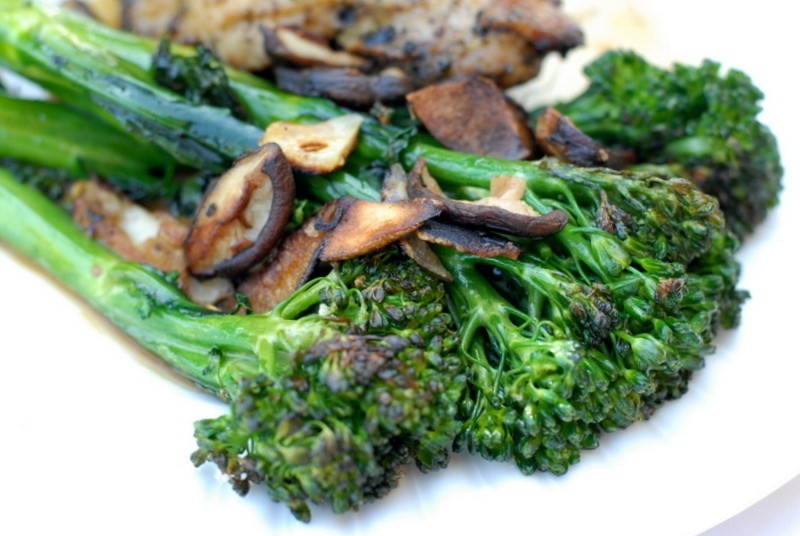 broc_and_mushrooms