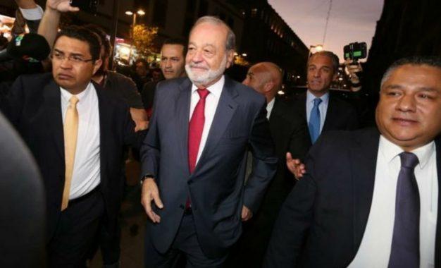 El empresario Carlos Slim Helú, al centro, en febrero de 2020. Foto: Yazmín Ortega Cortés